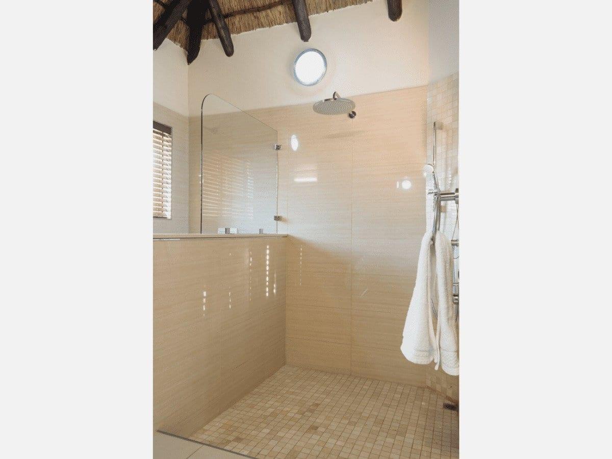 5 star Dinokeng Accommodation Villas, Golden Impalas - Bathroom, Shower