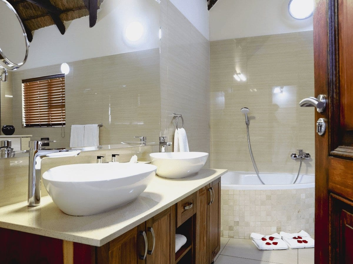 5 star Dinokeng Accommodation Villa - bathroom